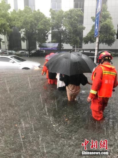 消防官兵共疏散被困群多重庆时时彩走势图。