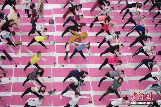 瑜伽健身还是伤身?有人伤了腰椎有人矫正了驼背-智慧漳州-健康新闻