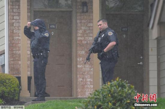 资料图片:美国枪击案频发。图为美国警察。