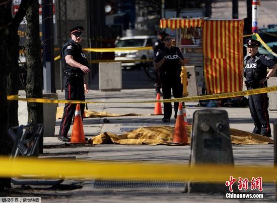 华裔警察制服多伦多撞人嫌犯获赞 伤者或有华裔