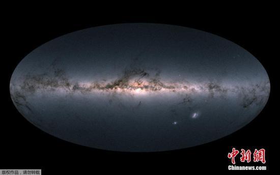 2018年4月25日讯,欧洲航天局(European Space Agency)的盖亚宇宙飞船(Gaia)发布数据,其中一张由近17亿颗恒星组成的银河系视图备受关注。
