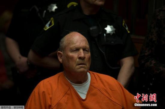 萨克拉门托郡警局局长琼斯表示,迪安吉罗曾于1973年到1979年,在加州奥本担任警员,因偷窃一箱犬用驱虫药及锤子,于1979年被开除。
