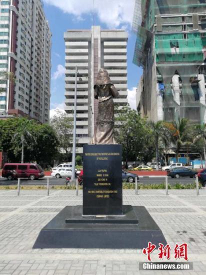 """资料图:菲律宾""""慰安妇""""雕像遭不明人士拆除。(<a target='_blank' href='http://www.chinanews.com/'>中新社</a>记者 关向东 摄)"""