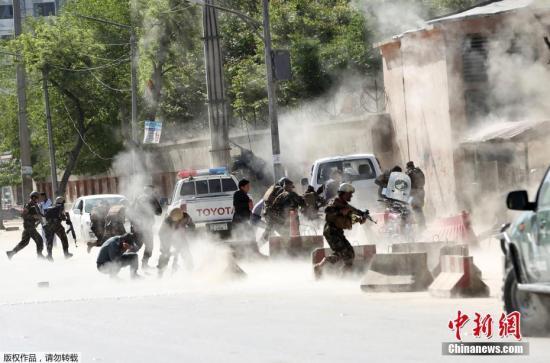 当地时间4月30日,阿富汗首都喀布尔发生连环爆炸袭击,袭击已经造成21人死亡。遇难者中包括媒体记者。