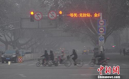 资料图:河北邯郸污染天气。中新社发 郝群英 摄