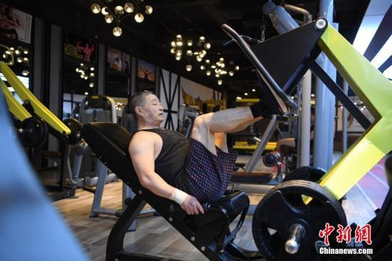 资料图:运动的老人。<a target='_blank' href='http://www-chinanews-com.bjys088.com/'>中新社</a>记者 张瑶 摄