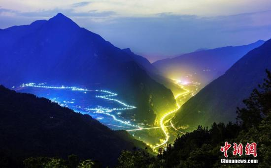 """资料图:湖北""""三峡水上公路""""美景。 <a target='_blank' href='http://www-chinanews-com.jibeijiaosu.com/'>中新社</a>发 饶国君 摄 图片来源:CNSPHOTO"""
