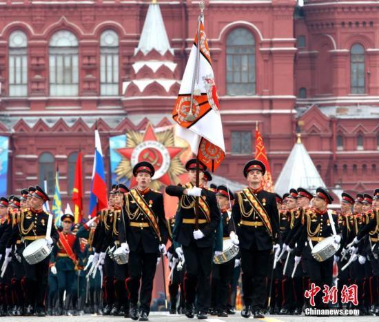 当地时间5月6日,莫斯科红场举行卫国战争胜利73周年阅兵式总彩排,演练9日阅兵全过程。5月9日是俄罗斯卫国战争胜利日,莫斯科红场阅兵仪式是当天的主要庆祝活动。/p中新社记者 王修君 摄