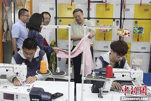 资料图:北京劳动保障职业学院面向大众举办校园开放日活动。中新社记者 盛佳鹏 摄