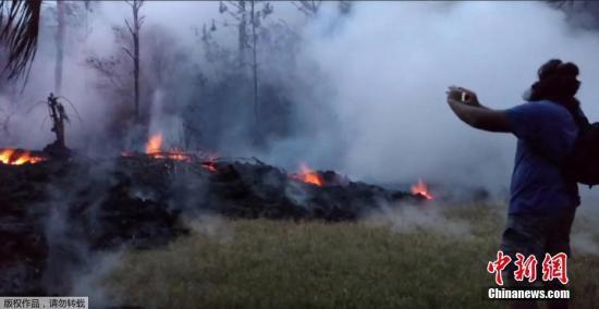 """据美国地质勘探局5月9日消息,夏威夷基拉韦火山出现""""爆炸性喷发""""的可能性上升。"""