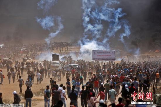 美国承认耶路撒冷是以色列首都,引发巴勒斯坦强烈抗议。巴勒斯坦呼吁国际社会抵制参加开馆典礼。同时,作为对美国的回应,巴领导层还决定重新启用1967年被以色列解散的东耶路撒冷市政府。