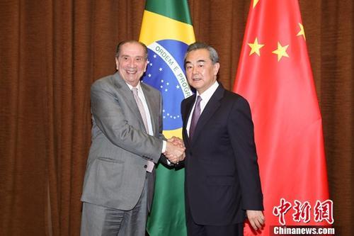 5月15日,中国国务委员兼外交部长王毅在北京会见巴西外长努内斯。中新社记者 盛佳鹏 摄