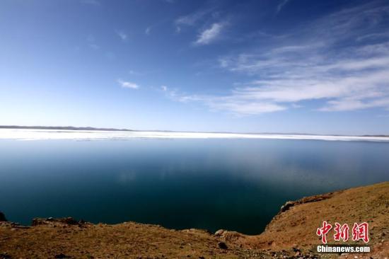 资料图:黄河源头鄂陵湖。李忠 摄
