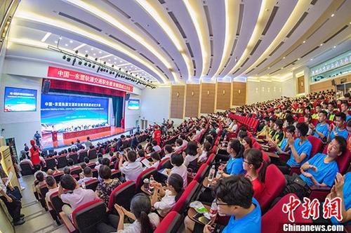 5月19日,由中外68家机构组织组建的中国—东盟轨道交通职业教育集团在广西柳州市举行成立大会。 中新社发 蒋家斌 摄