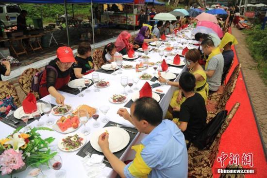 中国营养学会:减少浪费 保证卫生 倡导家庭、社会使用公用餐具和分餐制