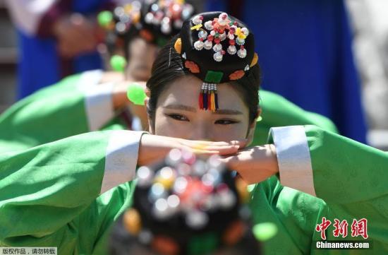 当地时间2018年5月20日,韩国首尔,当地举行传统成年礼。韩国成年日是每年5月的第三个星期一。