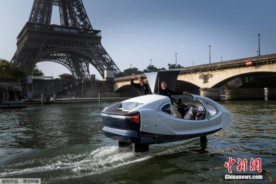 资料图:法国塞纳河上行驶的Sea bubbles船。据悉,Sea bubbles可以在市中心轻松出行,同时又环保,改善空气质量。
