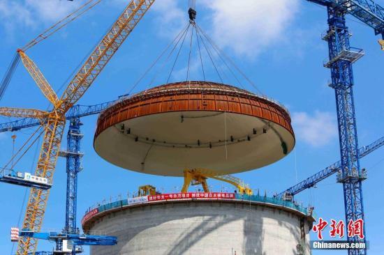 资料图:防城港核电二期工程3号机组穹顶吊装现场。 中新社发 黄穗芳 摄