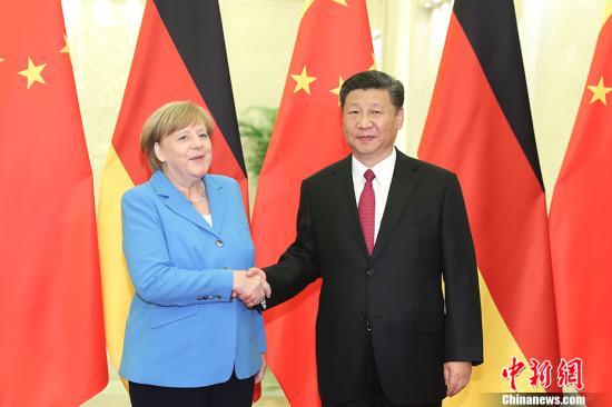 5月24日,中国国家主席习近平在北京人民大会堂与德国总理默克尔举行会晤。 中新社记者 盛佳鹏 摄