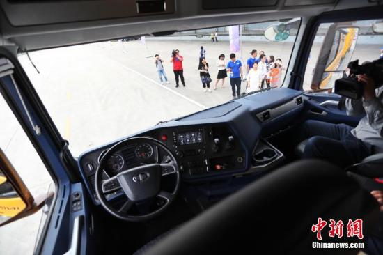 资料图:一辆达到L4级别无人驾驶的重型卡车在上海完成首测。张亨伟 摄