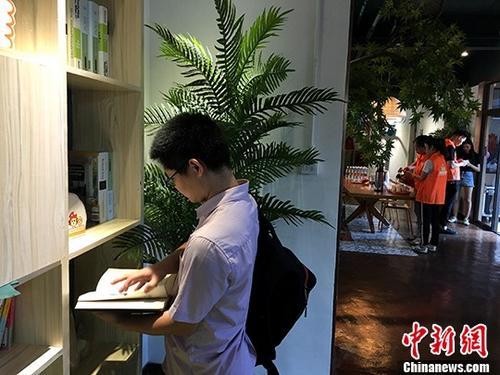 5月25日,福建厦门思明区台湾青年公寓暨思明台胞驿站前埔西联谊点授牌成立,首批台湾青年同时签约入住台青公寓。厦门市于今年4月10日在大陆率先出台惠台60条政策,为台湾同胞在厦门学习、创业、就业、生活提供与厦门居民同等待遇,促进台资企业在厦门更好更快发展。图为台青公寓室内公共活动场所。 <a target='_blank' href='http://www-chinanews-com.5x5f.net/'>中新社</a>记者 杨伏山 摄