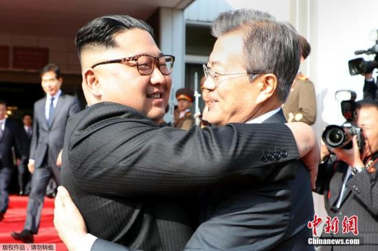 5月26日,韩国总统文在寅在板门店朝方一侧的统一阁与朝鲜国务委员会委员长金正恩举行会晤。