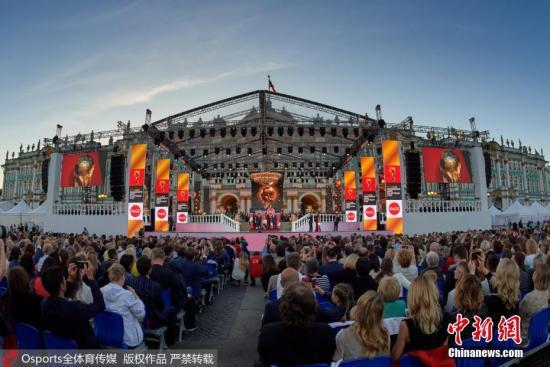 当地时间5月26日,大力神杯巡游抵达圣彼得堡。 图片来源:Osports全体育传媒 版权作品 严禁转载