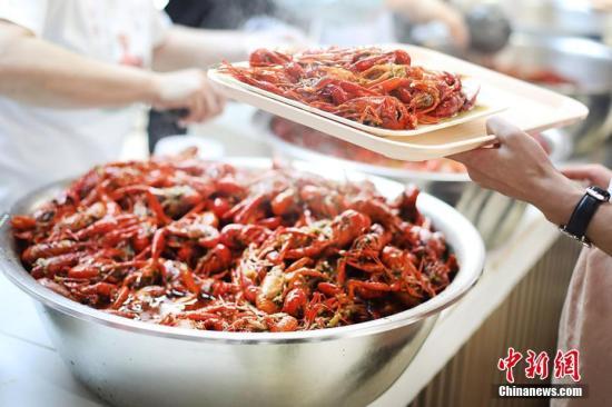 小龙虾吃多体内会长寄生虫?5月这些谣言你入坑了吗