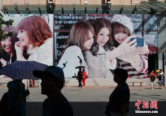 资料图:北京王府井步行街。<a target='_blank' href='http://www.chinanews.com/'>中新社</a>记者 刘关关 摄