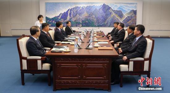 """6月1日,韩朝在板门店韩方一侧""""和平之家""""举行高级别会谈,讨论落实韩朝领导人4月27日签署的《板门店宣言》具体事宜。"""