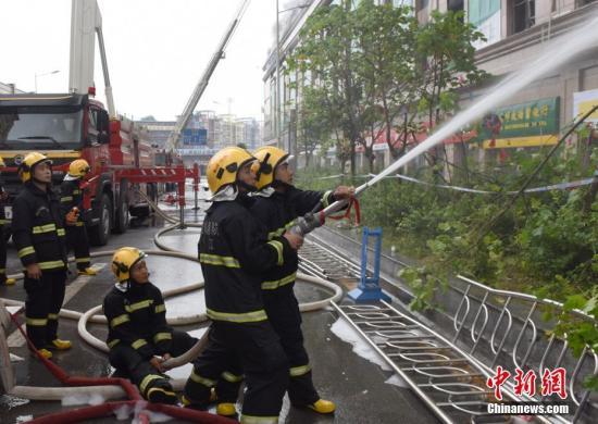 资料图:奋战在一线的消防官兵。四川消防供图