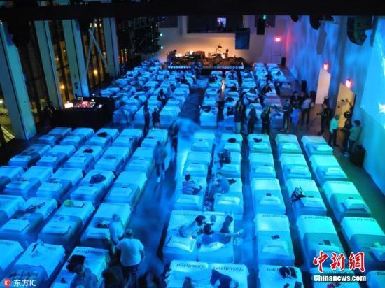 音乐会现场为150名观众提供了床铺。图片来源:东方IC 版权作品 请勿转载