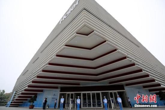 上海合作组织青岛峰会新闻中心正式开放。胡耀杰 摄