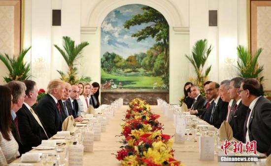 6月11日,新加坡总理李显龙在新加坡总统府会见美国总统特朗普。<a target='_blank' href='http://www.chinanews.com/'>中新社</a>发 钟欣 摄