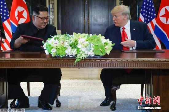 资料图:2018年6月,朝鲜最高领导人金正恩和美国总统特朗普在新加坡举行会晤。