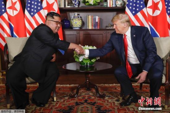 朝鲜最高领导人金正恩与美国总统特朗普在新加坡嘉佩乐酒店会晤现场。