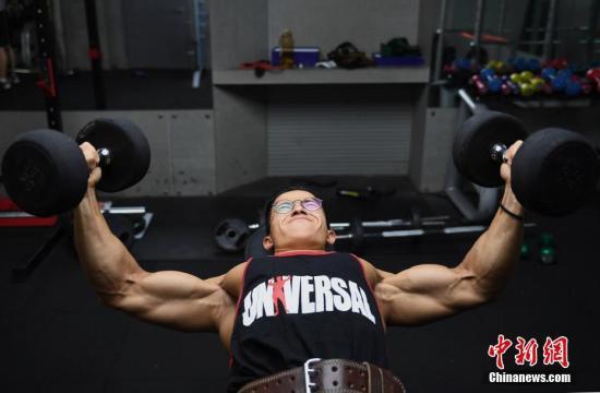 资料图:健身的瞬间。<a target='_blank' href='http://www-chinanews-com.bjys088.com/'>中新社</a>记者 王刚 摄