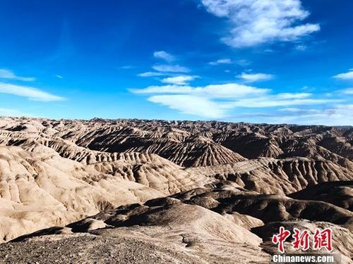 资料图:沟壑纵横的柴达木盆地腹地。中新社记者 孙睿 摄