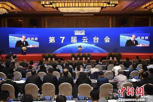 6月12日,第7届云台会在昆明开幕,来自两岸的政要、企业家、专家学者、知名人士800余人出席开幕式。中新社记者 刘冉阳 摄