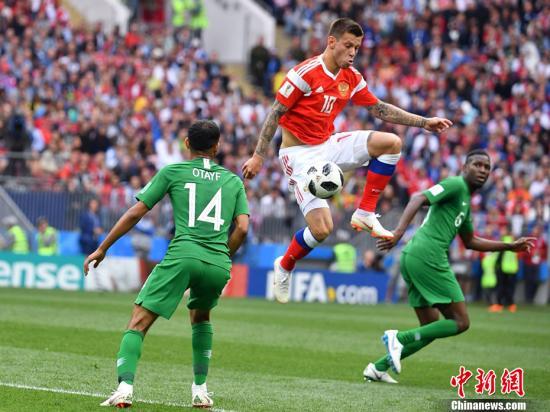 北京时间6月14日,俄罗斯世界杯揭幕战在莫斯科卢日尼基体育场打响,东道主俄罗斯对阵沙特阿拉伯。