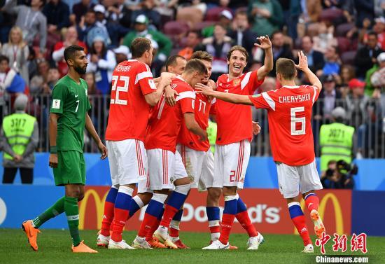北京时间6月14号,俄罗斯世界杯揭幕战打响,东道主俄罗斯5-0大比分击败沙特阿拉伯,赢得开门红。