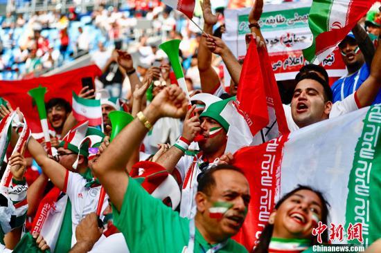 2018年俄罗斯世界杯B组首轮于6月15日晚在圣彼得堡体育场打响,摩洛哥对阵伊朗。图为现场的伊朗球迷。 <a target='_blank' href='http://www.chinanews.com/'>中新社</a>记者 富田 摄