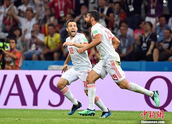 西班牙队在赛场上。 <a target='_blank' href='http://www.chinanews.com/'>中新社</a>记者 毛建军 摄