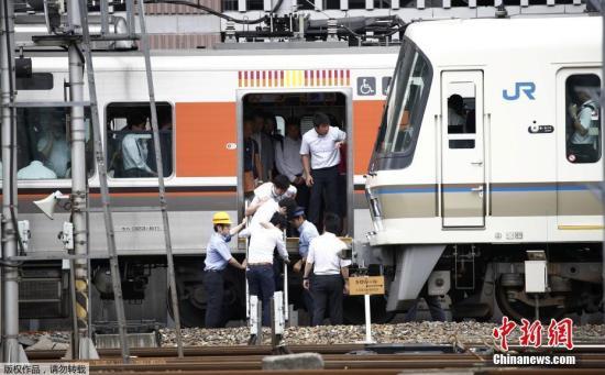 地震发生后,由于停电,东海道新干线新大阪与名古屋之间的列车已经停驶。