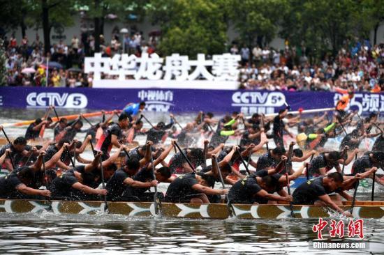 资料图:中国龙舟大赛。王东明 摄