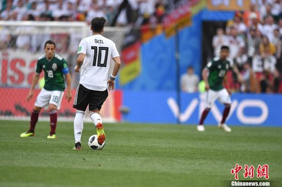 资料图:厄齐尔代表德国队比赛。 <a target='_blank' href=