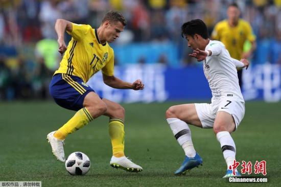 韩国队是继沙特、澳大利亚与伊朗之后,亚洲区第四支在本届世界杯上亮相的球队,此前三队一胜两负。孙兴�O(右)是这支韩国队的箭头人物,在外媒评选的世界杯50大球星中,他是唯一上榜的亚洲球星,位列第37位。本赛季孙兴�O在英超托特纳姆热刺队表现出色,他是韩国队寻求胜利的最大倚仗。