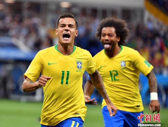 北京时间6月18日,世界杯小组赛巴西队对阵瑞士队的比赛在莫斯科上演。上半场,巴西队率先破门,1-0领先。中新社记者 毛建军 摄
