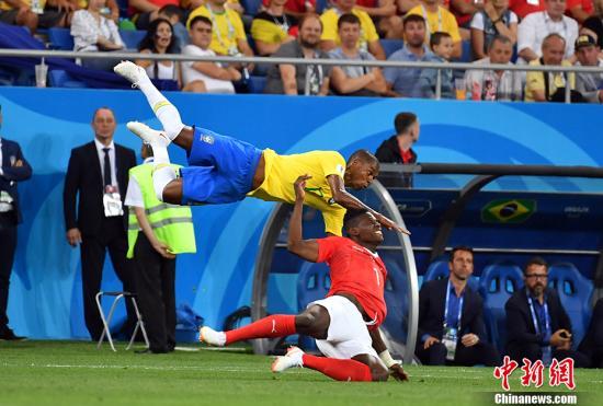 北京时间6月18日凌晨,世界杯小组赛E组首轮,巴西队对阵瑞士队。 <a target='_blank' href='http://www.chinanews.com/'>中新社</a>记者 毛建军 摄