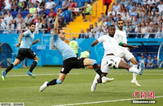 北京时间6月20日晚,2018俄罗斯世界杯A组第二轮乌拉圭队与沙特阿拉伯队的比赛在顿河畔罗斯托夫竞技场打响。凭借苏亚雷斯上半时的破门,乌拉圭队1-0战胜沙特队。同时他们与东道主俄罗斯队同积6分,提前一轮携手晋级16强。